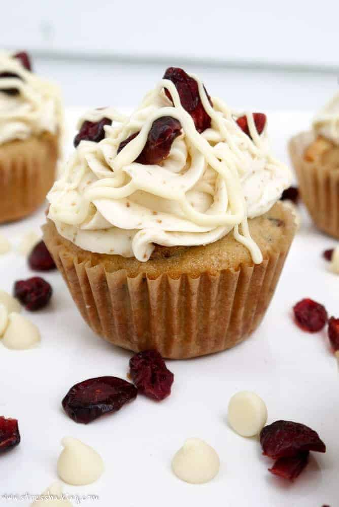 Cranberry Bliss Cupcakes: My favorite Starbucks treat turned into a cupcake! Blondie cupcakes packed with white chocolate and cranberries, topped with a sweet, tangy white chocolate cream cheese frosting. | stressbaking.com