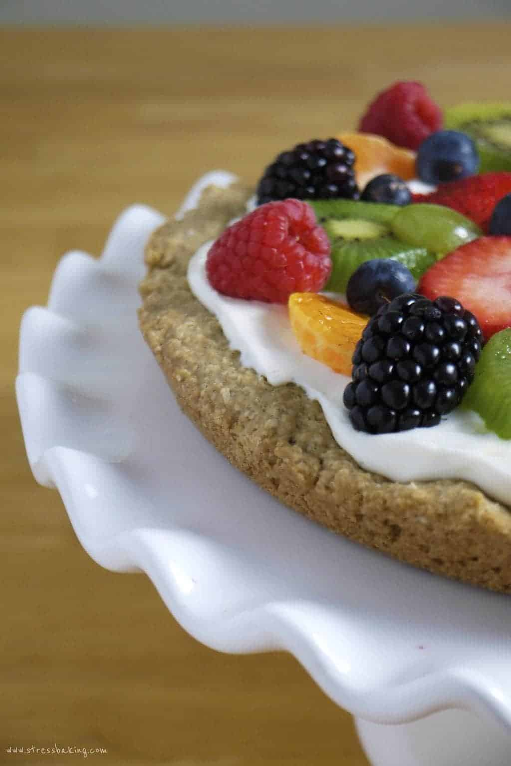 Fruit + Quark Pizza with Oatmeal Cookie Crust: The kind of cold pizza you can eat for breakfast and not feel bad about! A hearty oatmeal cookie