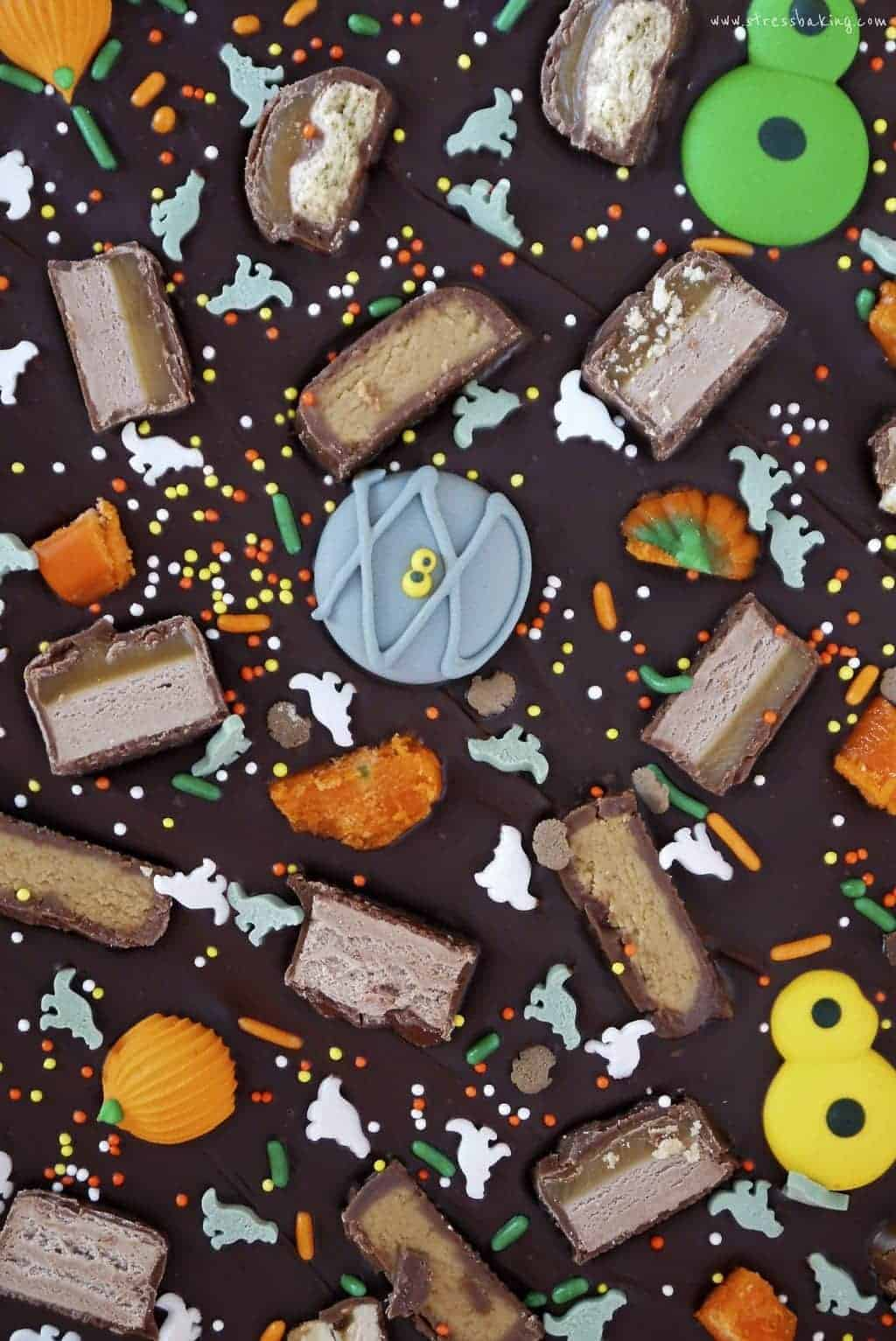 Leftover Halloween Candy Bark: Three ingredients for a sweet and salty way to use up leftover Halloween candy! | stressbaking.com #stressbaking #halloween #leftovercandy #candy #chocolate #bark #candybark