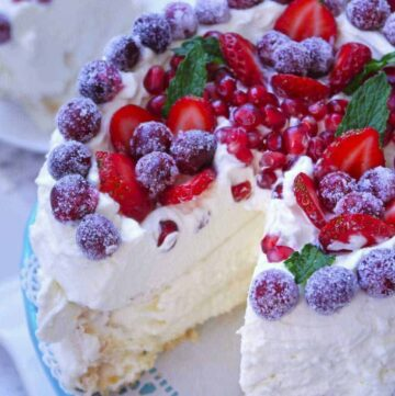 Pavlova with Mascarpone Whipped Cream