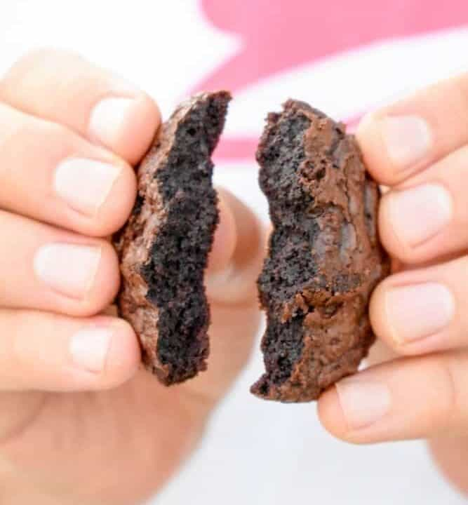 Brownie Cookies: The perfect combination of brownie and cookie! Crisp and crackly on the inside, chewy and fudgy in the middle with an indulgent dark chocolate flavor. | stressbaking.com