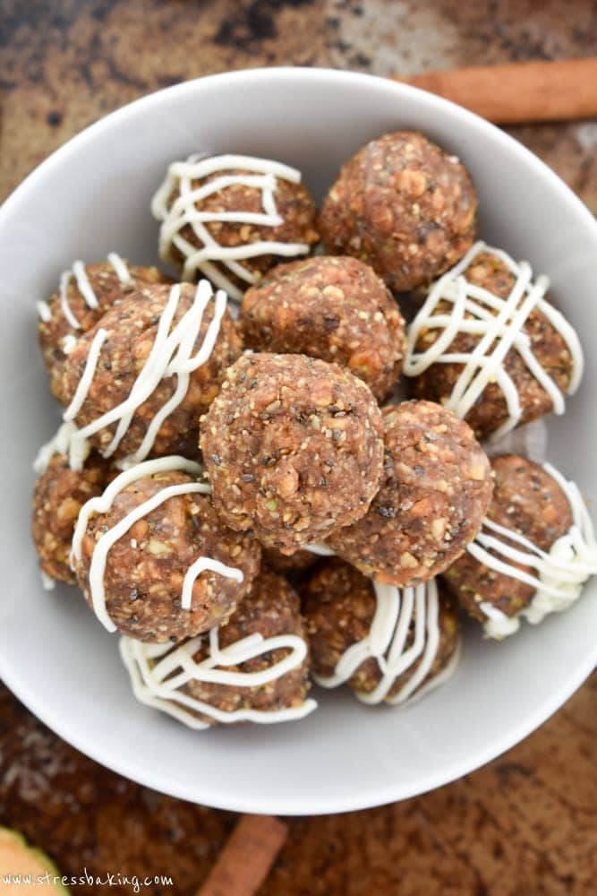 Apple Pie Energy Bites: An easy, raw, bite-sized, naturally sweetened snack that's perfect for fall! The flavor of apple pie without all the hard work and sugar!   stressbaking.com