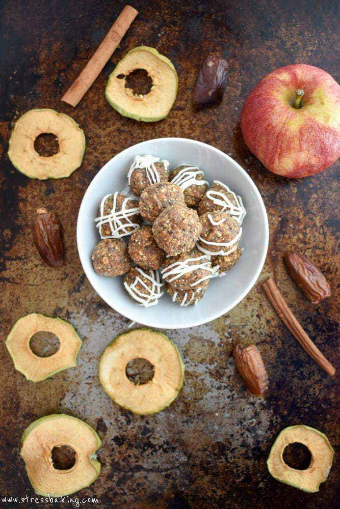 Apple Pie Energy Bites: An easy, raw, bite-sized, naturally sweetened snack that's perfect for fall! The flavor of apple pie without all the hard work and sugar! | stressbaking.com