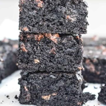 Paleo Double Chocolate Brownies: Chocolate brownies so thick and rich that you would never know they're gluten free, dairy free, and paleo! | stressbaking.com