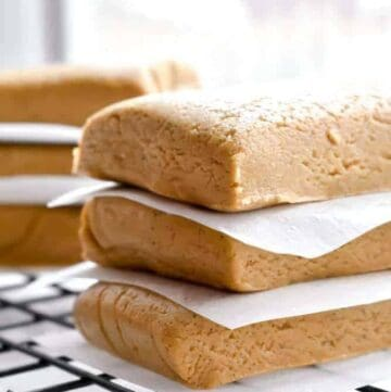 Almond Honey Protein Bars: An unbelievably easy homemade protein bar with only four ingredients! Chewy and loaded with almond butter and honey flavors - gluten free, dairy free, refined sugar free! | stressbaking.com #stressbaking @stressbaking #protein #grabandgo #easy #recipe #easyrecipe #almondbutter #honey #soyfree #dairyfree #glutenfree #refinedsugarfree #vegan