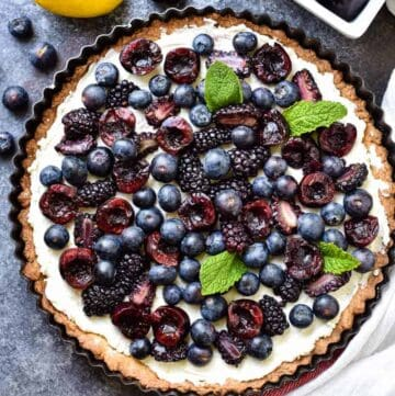 Overhead shot of a beautiful colorful fruit tart